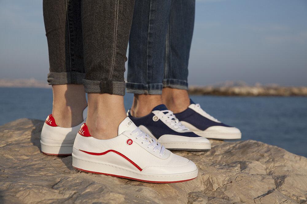 Visuel Ceux qui trouvent chaussures (en bouteilles plastiques) à vos pieds