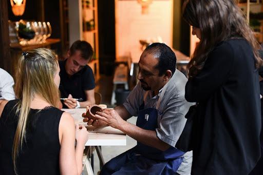 Visuel Celle qui forme les réfugiés aux métiers de l'artisanat